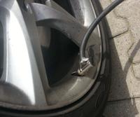 Luftdruck prüfen am Auto